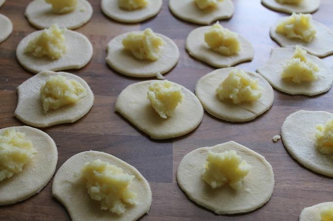 Как приготовить вареники с картошкой?