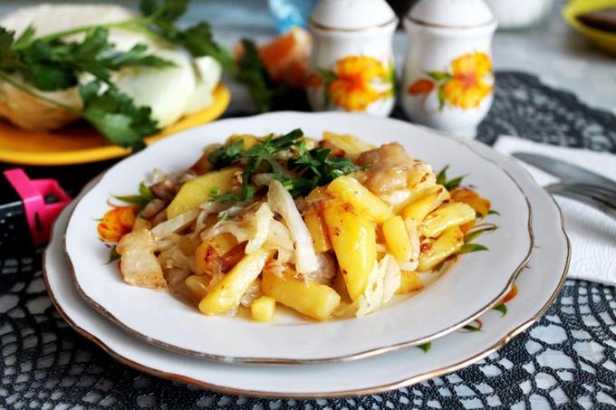 Жаренная картошка на сковороде